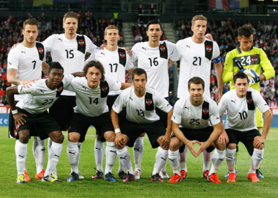 Austria-11-13-PUMA-away-kit-white-black-white-line-up.jpg