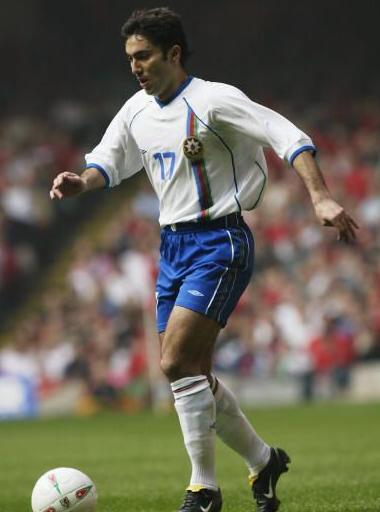 Azerbaijan-02-03-UMBRO-away-white-blue-white.JPG