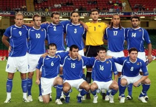 Azerbaijan-08-09-UMBRO-home-kit-blue-white-blue-line-up.jpg