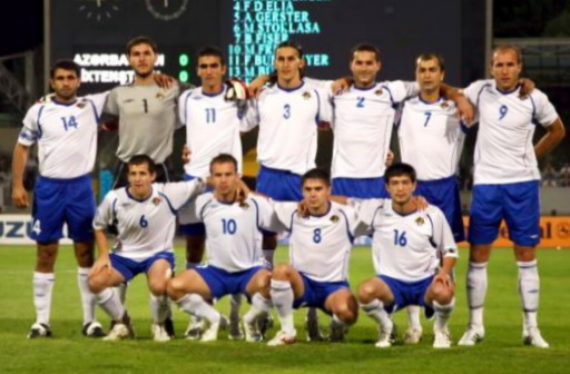 Azerbaijan-08-09-UMBRO-home-kit-blue-white-blue-pose.jpg