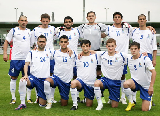 Azerbaijan-09-UMBRO-home-kit-white-blue-white-pose.jpg