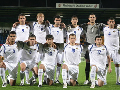 Azerbaijan-09-UMBRO-home-kit-white-white-white-line-up.jpg
