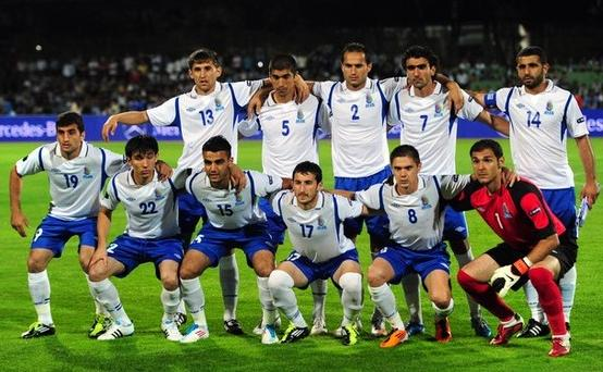 Azerbaijan-10-11-UMBRO-away-kit-white-blue-white-line-up.jpg