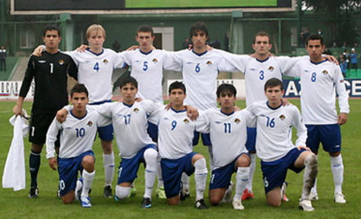Azerbaijan-10-UMBRO-home-kit-white-blue-white-line-up.jpg