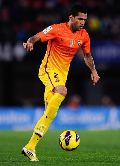 Barcelona-12-13-NIKE-away-kit-Daniel-Alves.jpg