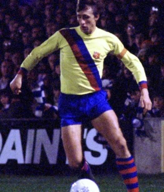 Barcelona-74-78-away-kit-Johan-Cruyff.jpg