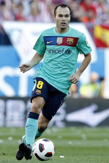 Barselona-10-11-NIKE-second-kit-Andres-Iniesta.jpg