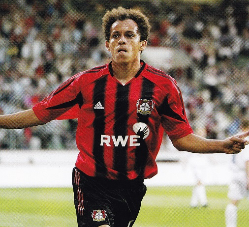 Bayer-Leverkusen-04-05-adidas-stripe-black-red-Franca.jpg