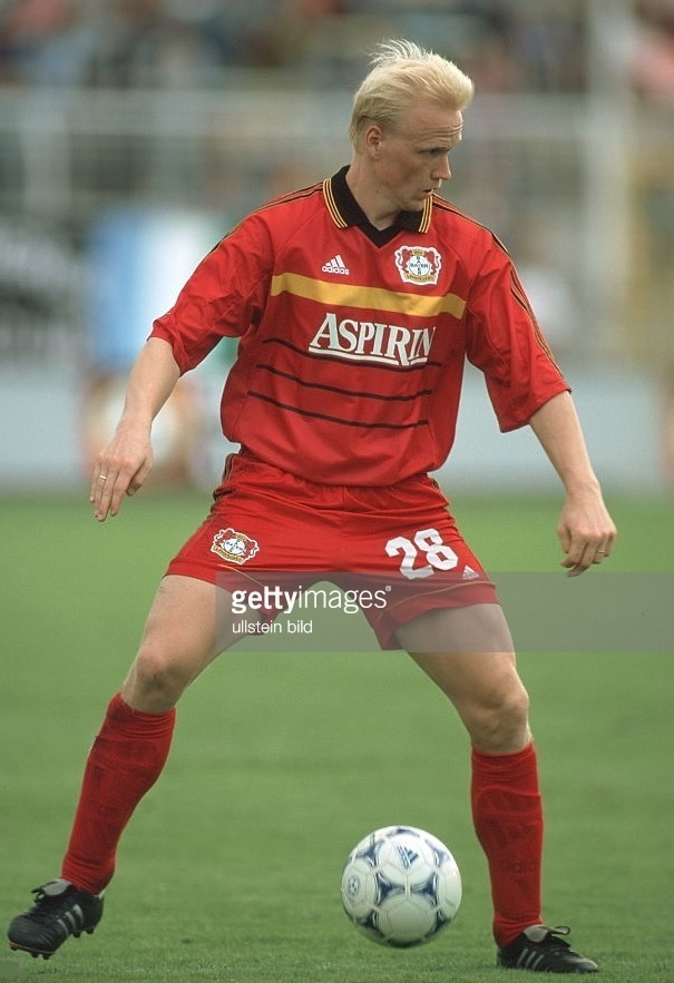 Bayer-Leverkusen-1999-2000-adidas-home-kit.jpg