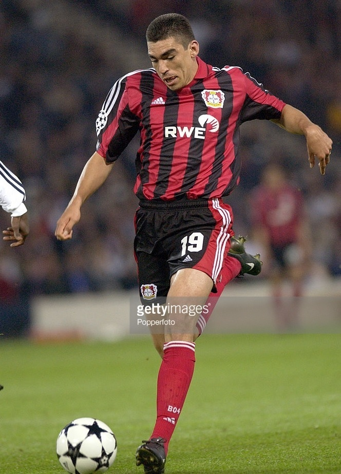 Bayer-Leverkusen-2001-02-adidas-home-kit-Lucio.jpg