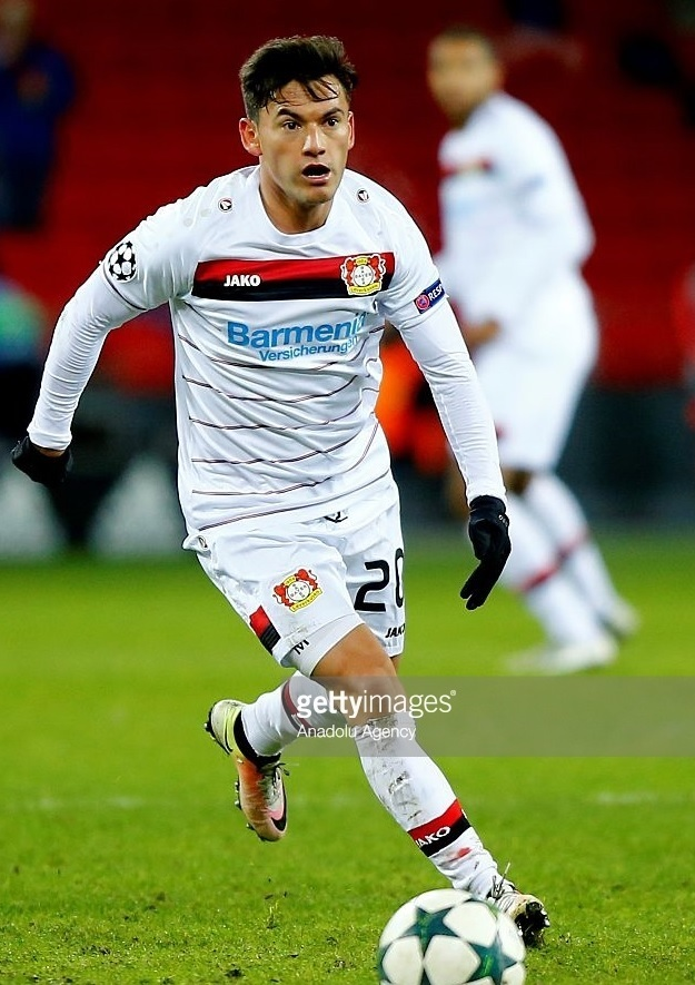 Bayer-Leverkusen-2016-17-JAKO-third-kit-Charles-Aranguiz.jpg