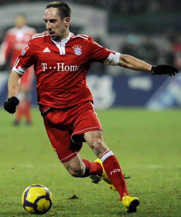 Bayern-09-10-adidas-first-kit-red-red-red.JPG