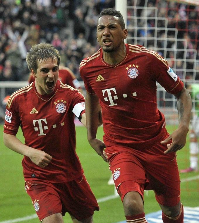 Bayern-12-13-adidas-home-kit-red-red-red.JPG