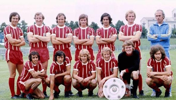Bayern-Munich-1974-adidas-home-kit-line-up.jpg