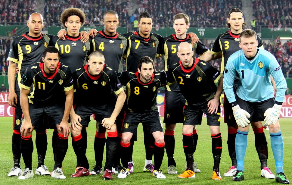 Belgium-11-12-BURRDA-away-kit-black-black-black-line-up.jpg
