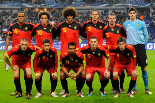 Belgium-11-12-BURRDA-home-kit-red-red-black-line-up.jpg
