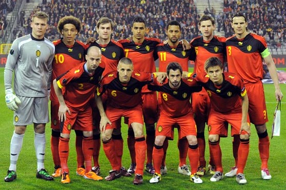 Belgium-11-12-BURRDA-home-kit-red-red-red-line-up.JPG