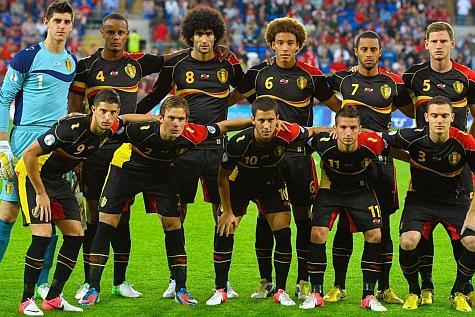 Belgium-12-13-BURRDA-away-kit-black-black-black-line-up.jpg