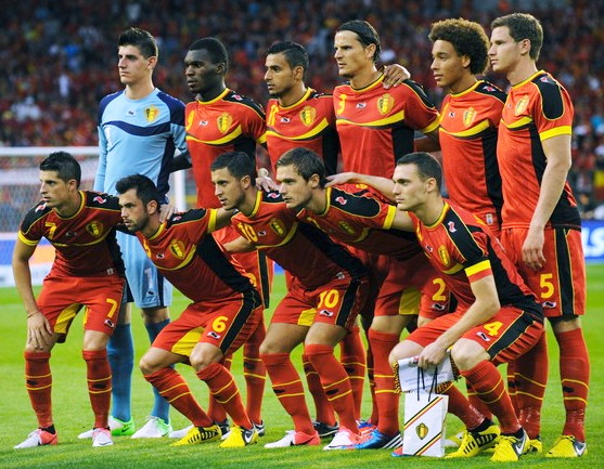 Belgium-12-13-BURRDA-home-kit-red-red-red-line-up.jpg