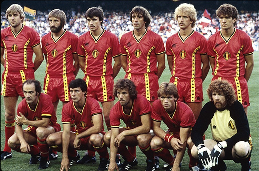 Belgium-1982-admiral-world-cup-kit-red-red-red-line-up.jpg