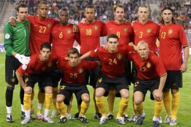 Belgium-2006-07-NIKE-home-kit-red-black-yellow-line-up.jpg
