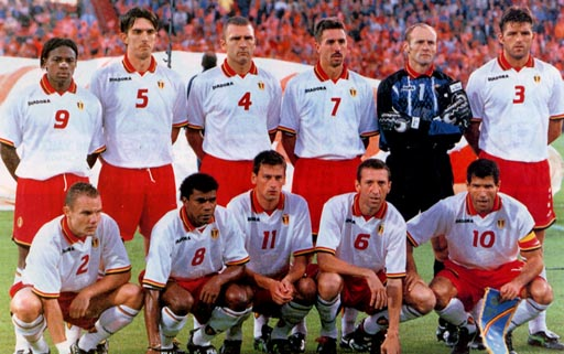 Belgium-96-97-DIADORA-uniform-white-red-white-group.JPG