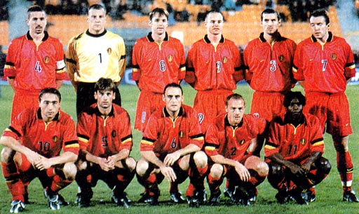 Belgium-99-00-NIKE-uniform-red-red-red-group.JPG