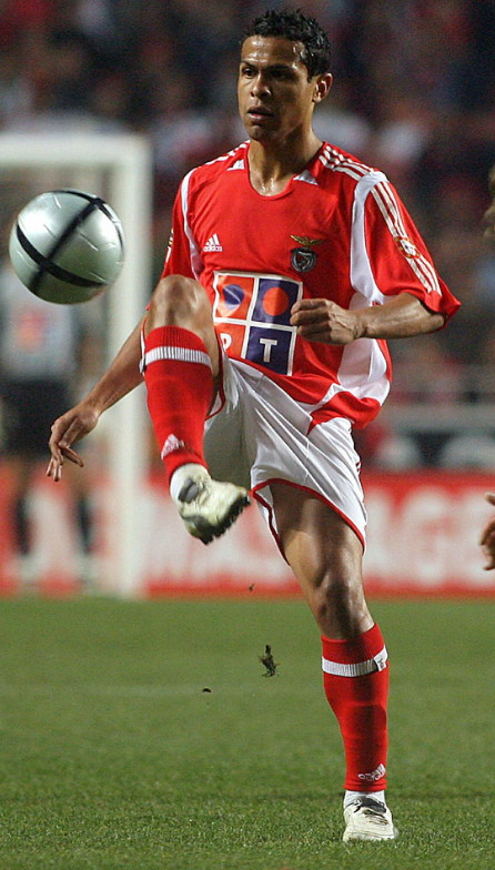 Benfica-05-06-adidas-home-kit-red-white-red.jpg