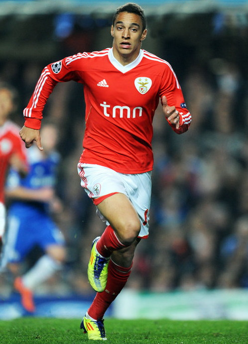 Benfica-11-12-adidas-home-kit-red-white-red.jpg