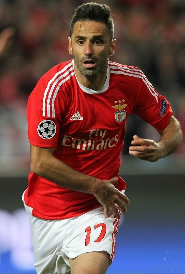 Benfica-15-16-adidas-home-kit-3.jpg