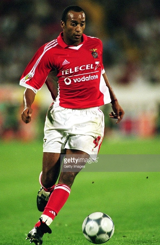 Benfica-2001-02-adidas-home-kit-Paulo-Cabral.jpg