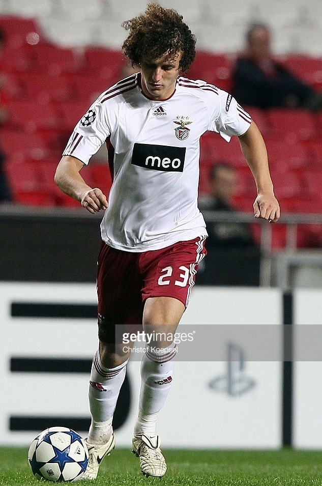 Benfica-2010-11-adidas-third-kit-David-Luiz.jpg