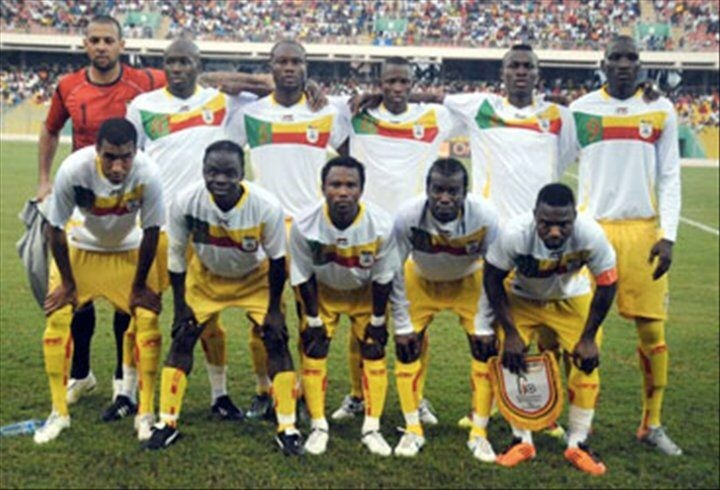 Benin-2010-11-AIRMESS-away-kit-white-yellow-yellow-line-up.jpg