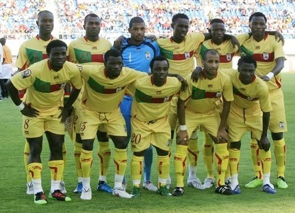 Benin-2010-11-AIRNESS-home-kit-yellow-yellow-yellow-line-up.jpg