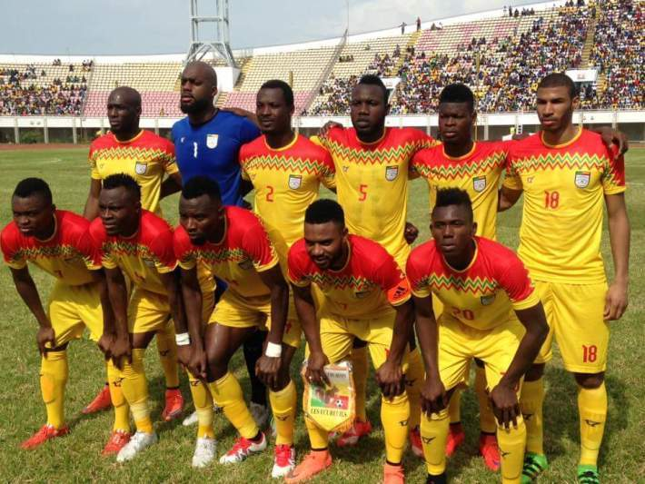 Benin-2016-tovio-home-kit-yellow-yellow-yellow-line-up.jpg