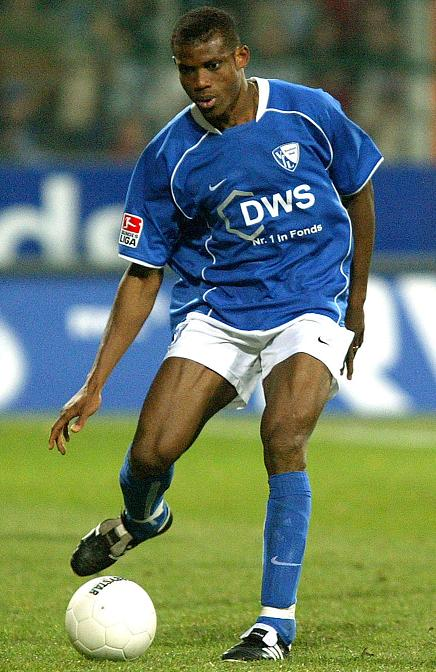 Bochum-03-04-NIKE-first-kit-blue-white-blue-Sunday-Oliseh.jpg