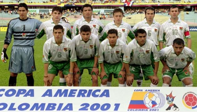 Bolivia-00-03-atletica-away-kit-white-green-white-line up.JPG