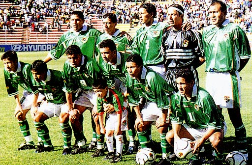 Bolivia-00-03-atletica-home-kit-green-white-green-line up.JPG