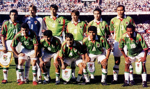 Bolivia-00-atletica-home-kit-green-white-white-line up.JPG
