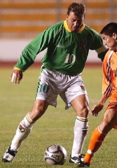 Bolivia-03-atletica-home-kit-green-white-white.JPG