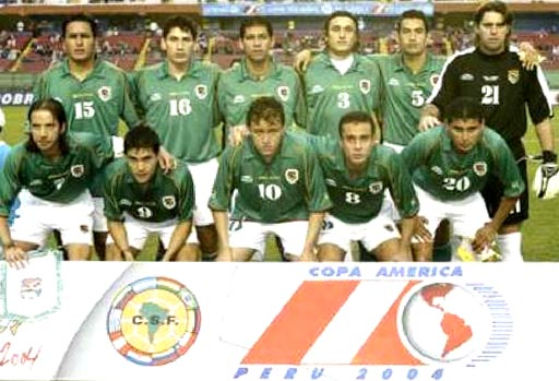 Bolivia-04-05-atletica-home-kit-green-white-green-line up.JPG