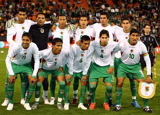 Bolivia-07-09-marathon-away-kit-white-green-green-pose.JPG