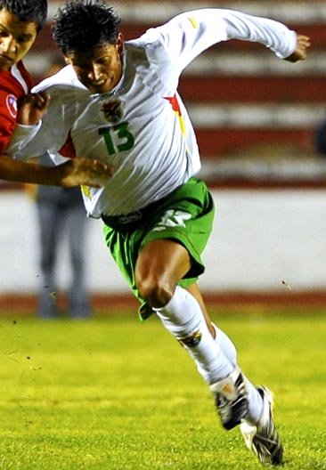 Bolivia-07-09-marathon-away-kit-white-green-white.JPG
