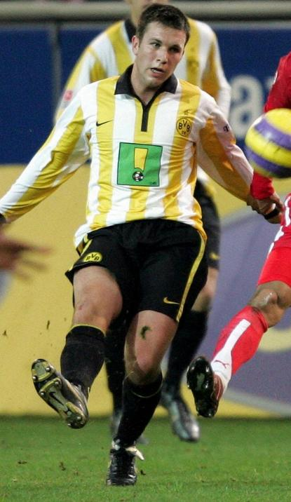 Borussia-Dortmund-06-07-NIKE-first-kit-yellow-black-black.JPG