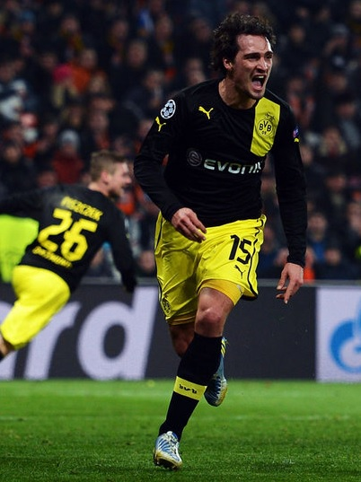 Borussia-Dortmund-12-13-PUMA-away-kit-black-yellow-black.jpg