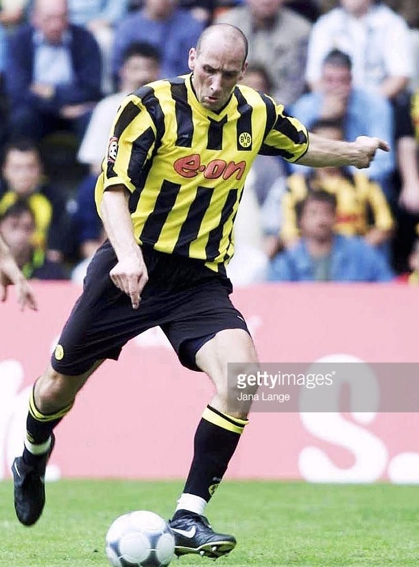 Borussia-Dortmund-2001-02-Goool.de-away-kit.jpg