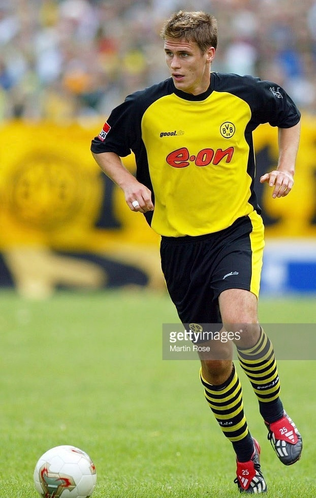 Borussia-Dortmund-2002-03-Goool.de-away-kit.jpg
