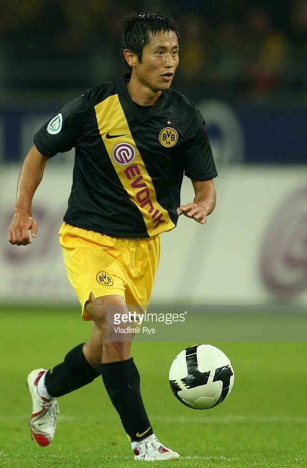 Borussia-Dortmund-2008-09-NIKE-away-kit-Lee-Yong-pyo.jpg