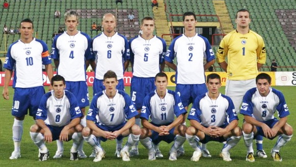 Bosnia-and-Herzegovina-07-08-LEGEA-home-kit-white-blue-blue-line-up.jpg