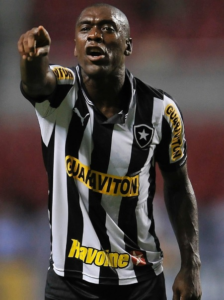 Botafogo-2012-2013-PUMA-first-kit-Clarence-Seedorf.jpg